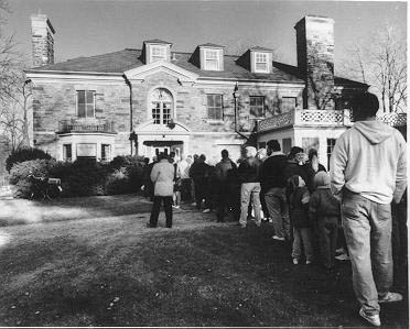"Burlington citizens queuing up to see the McNichol ""Shore Acres"" mansion,  4252 Lakeshore Road, 1991"